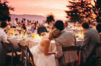 boda romántica novios mesa