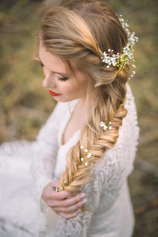 peinado novia trenza de espiga con flores naturales
