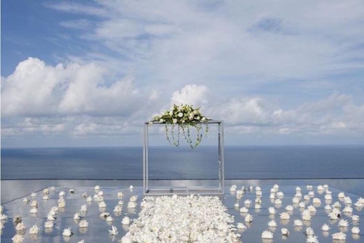 bodas frente al mar altar líneas rectas