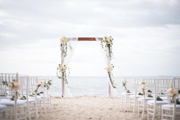 bodas frente al mar altar arena