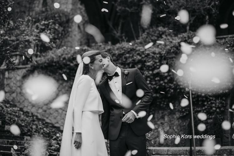 fotos boda lluvia pétalos