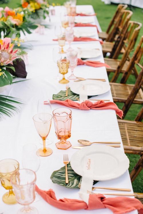 una boda color coral mesa
