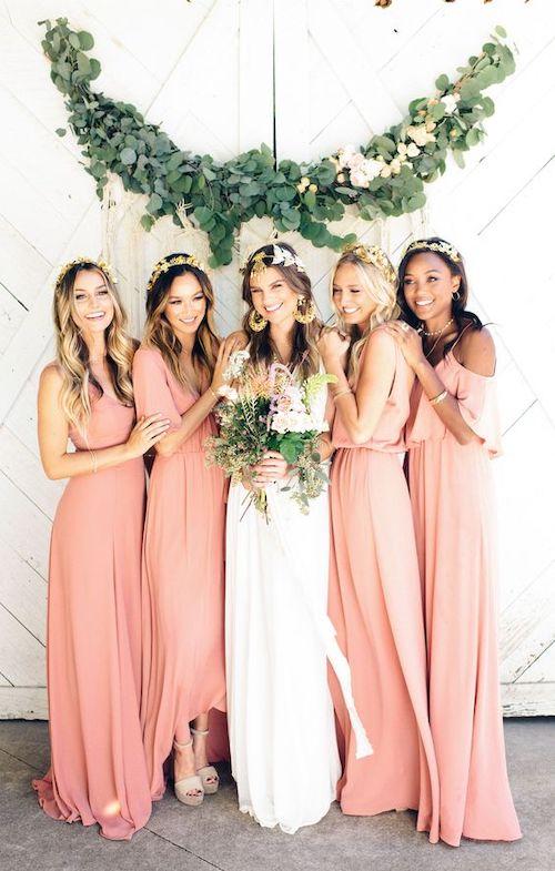 una boda color coral damas de honor