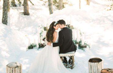 novios altar en la nieve