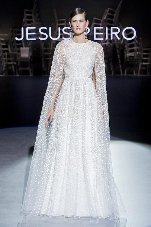 vestido novia con capa