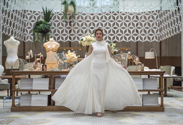 vestido novia con capa La Perla
