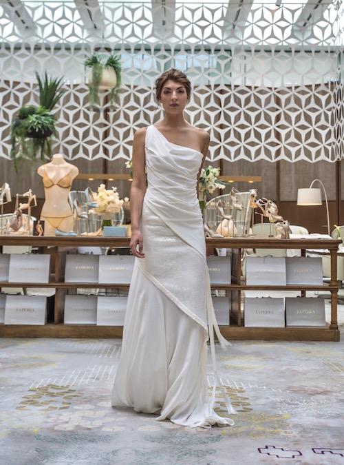 vestido novia hombro descubierto La Perla