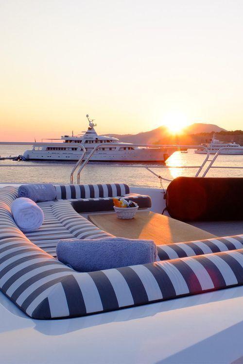 boda a bordo con puesta de sol