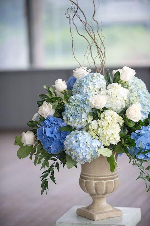 centro flores azules para boda